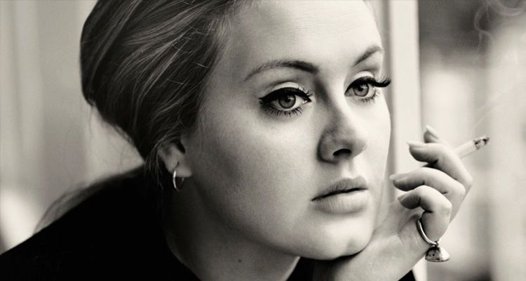 المغنية اديل تدخن adele smoking