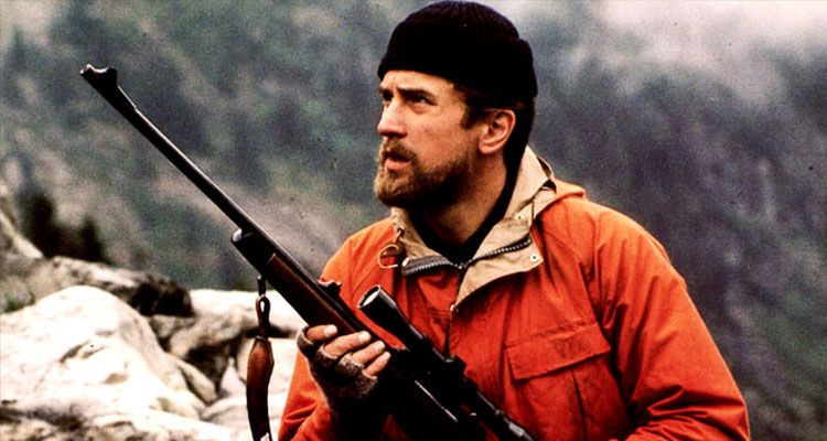 فيلم ذا دير هانتر صياد الغزال The Deer Hunter روبرت دي نيرو Robert De Niro يحمل بندقية صيد ويرتدي ثياب صياد