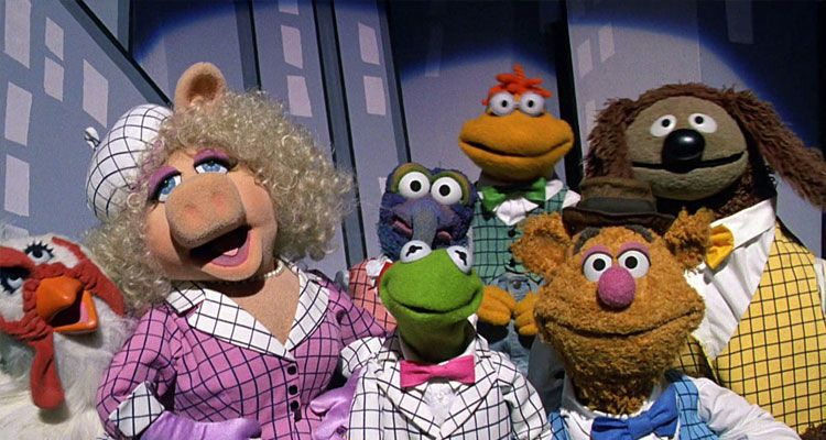 أفلام الدمى جميع الشخصيات Muppet Camilla, Miss Piggy, The Great Gonzo, Kermit the Frog, Scooter, Fozzie