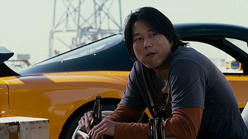 سونغ كانغ بدور هان يشرب بيرة في فيلم سريع ومتهور The Fast and The Furious Tokyo Drift